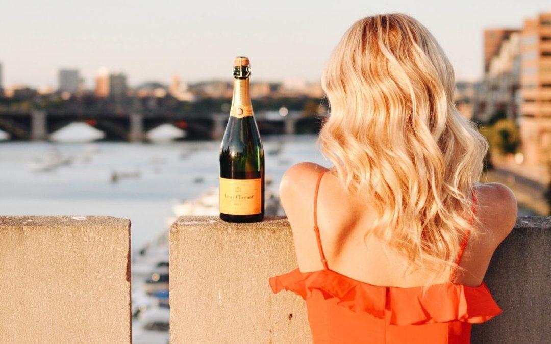 Estrategias digitales que sigue tu competencia para vender vino a los millenials